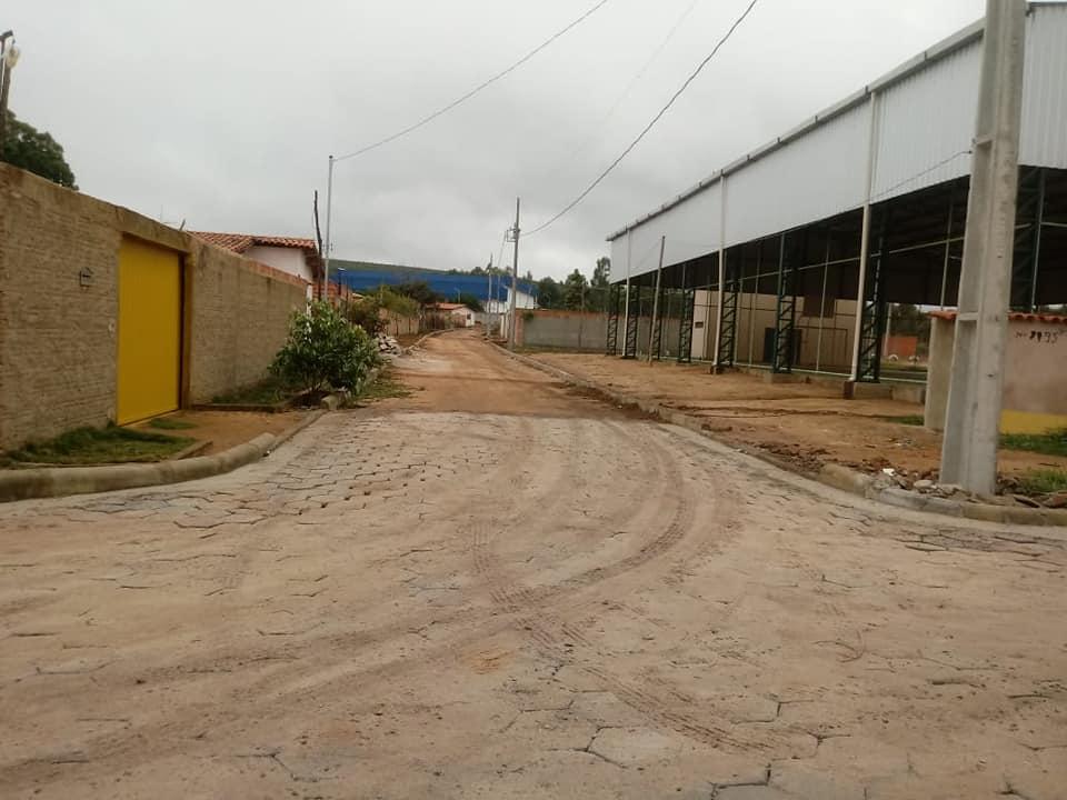 OBRAS DE CALÇAMENTO NO DISTRITO TANCREDO NEVES (CARIRI)